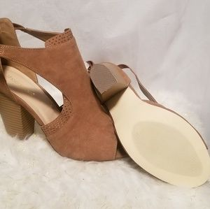 Tan open toe sandals